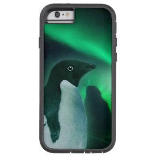 Pingüino lindo y aurora antárticos australis funda de iPhone 6 tough xtreme