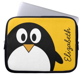 Pingüino lindo y moderno del dibujo animado funda ordendadores