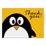 Pingüino lindo y moderno del dibujo animado felicitacion