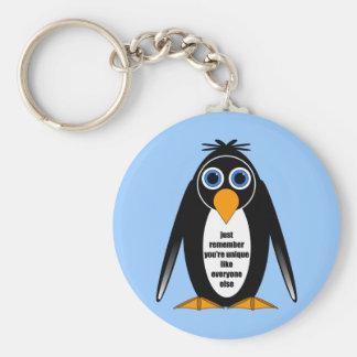 pingüino llavero redondo tipo pin