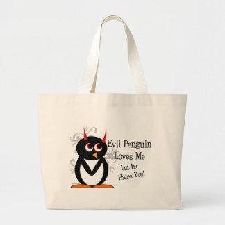 Pingüino malvado en la bolsa de asas del amor
