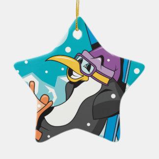 pingüino más skiier feliz adorno navideño de cerámica en forma de estrella