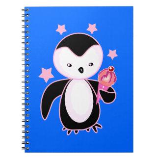 Pingüino negro y blanco con el helado BG azul Spiral Notebook