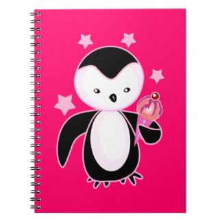 Pingüino negro y blanco con el rosa BG del helado Libros De Apuntes Con Espiral