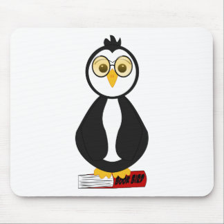 Pingüino Nerdy lindo del ratón de biblioteca Tapete De Ratón