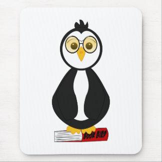 Pingüino Nerdy lindo del ratón de biblioteca Alfombrillas De Raton