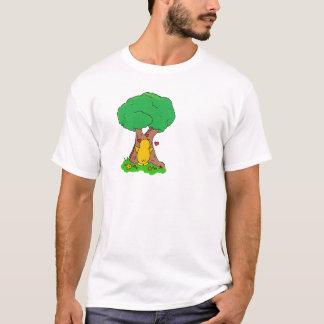 Pingüino que abraza un árbol playera