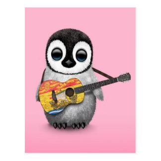 Pingüino que juega rosa de la guitarra de la tarjeta postal