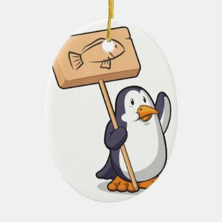 Pingüino que lleva a cabo una muestra de madera adorno navideño ovalado de cerámica