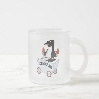 pingüino que vende el helado taza