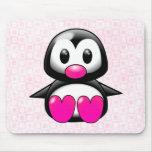 Pingüino rosado lindo alfombrillas de raton