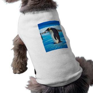 Pingüino solitario camisa de perro