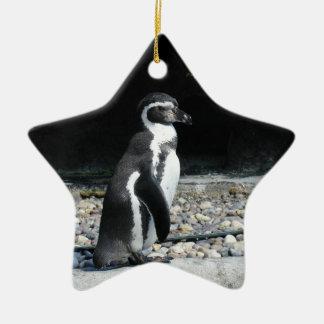 Pingüino solo adorno navideño de cerámica en forma de estrella