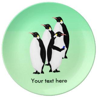 Pingüino usando un teléfono móvil platos de cerámica