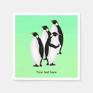 Pingüino usando un teléfono móvil servilleta desechable