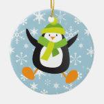 Pingüino y ornamento redondo de los copos de nieve ornamento de reyes magos