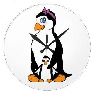 Pingüino y polluelo de la madre reloj redondo grande