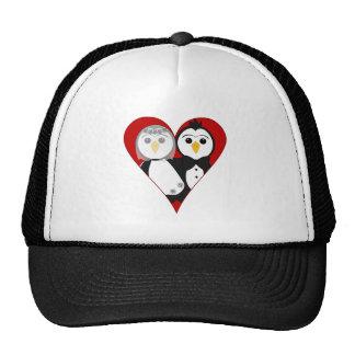 Pingüinos casados del corazón gorro