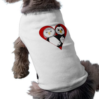 Pingüinos casados del corazón playera sin mangas para perro