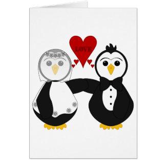Pingüinos casados que piensan amor felicitaciones