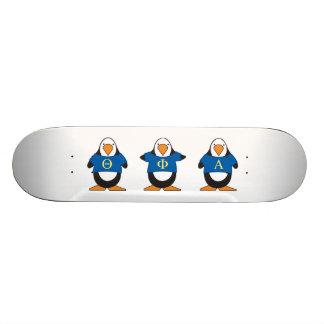 Pingüinos con el camisetas skate board