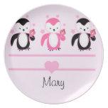 Pingüinos con la placa del helado y el rosa conoci platos para fiestas