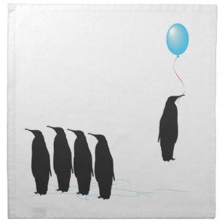 Pingüinos con las servilletas del globo