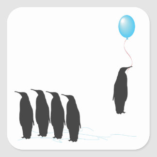 Pingüinos con los pegatinas del globo pegatina cuadrada
