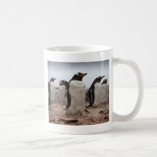 Pingüinos de Gentoo Taza Básica Blanca