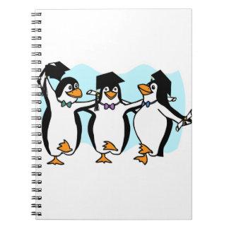 Pingüinos de graduación del dibujo animado lindo libretas espirales