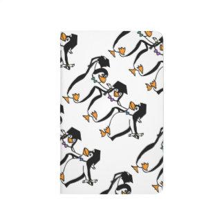 Pingüinos de graduación del dibujo animado lindo cuadernos grapados