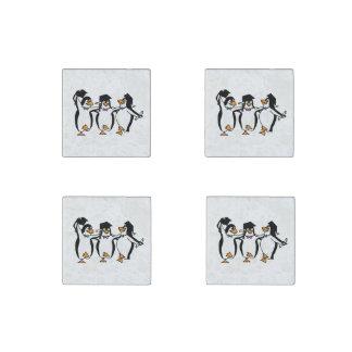 Pingüinos de graduación del dibujo animado lindo imán de piedra