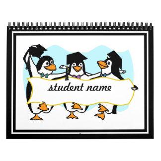 Pingüinos de graduación felices w/Banner del baile Calendarios