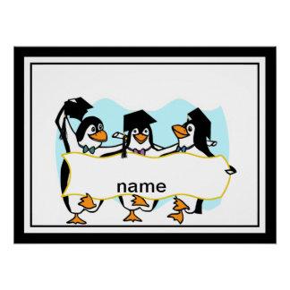 Pingüinos de graduación felices w/Banner del baile Perfect Poster