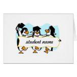 Pingüinos de graduación felices w/Banner del baile Felicitacion