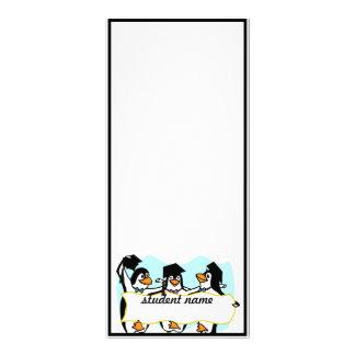 Pingüinos de graduación felices w/Banner del baile Diseño De Tarjeta Publicitaria
