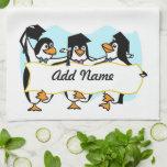 Pingüinos de graduación w/Banner del dibujo animad Toallas De Mano