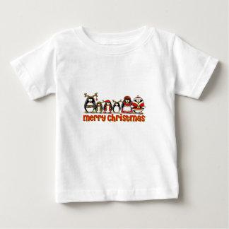 Pingüinos de las Felices Navidad T Shirts