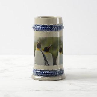 Pingüinos de rey jarra de cerveza