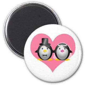 Pingüinos del boda imán redondo 5 cm