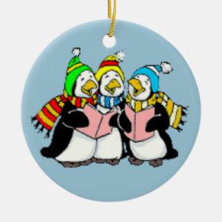 Pingüinos del canto del villancico niños dibujo adorno navideño redondo de cerámica