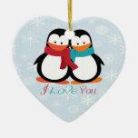 Pingüinos del navidad adorno de cerámica en forma de corazón