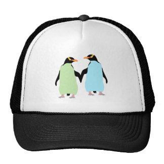 Pingüinos del orgullo gay que llevan a cabo las gorras de camionero