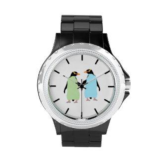 Pingüinos del orgullo gay que llevan a cabo las reloj