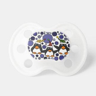 Pingüinos divertidos en el extracto del arte de la chupete