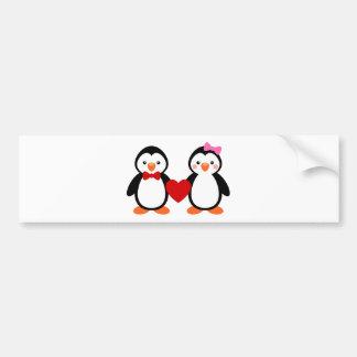 Pingüinos en amor pegatina para auto