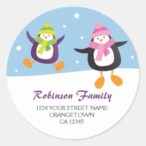 Pingüinos en los pegatinas de la dirección del etiquetas redondas