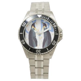 Pingüinos en reloj clásico del acero inoxidable
