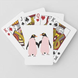 Pingüinos lesbianos del orgullo gay que llevan a baraja de póquer