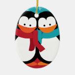 Pingüinos lindos del navidad ornamente de reyes